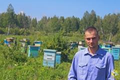 Старчевский Евгений - главный помощник пчеловода