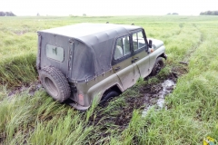 Застряли на УАЗике в болоте