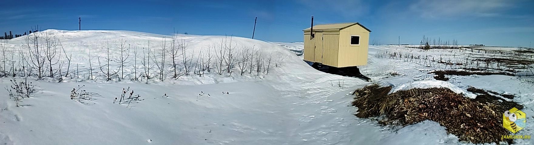 Снег побоялся вагона :)