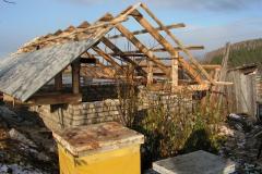До холодов не успели закончить бетонные работы. Приступили к крыше