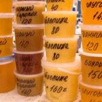 На фото искусственный мед