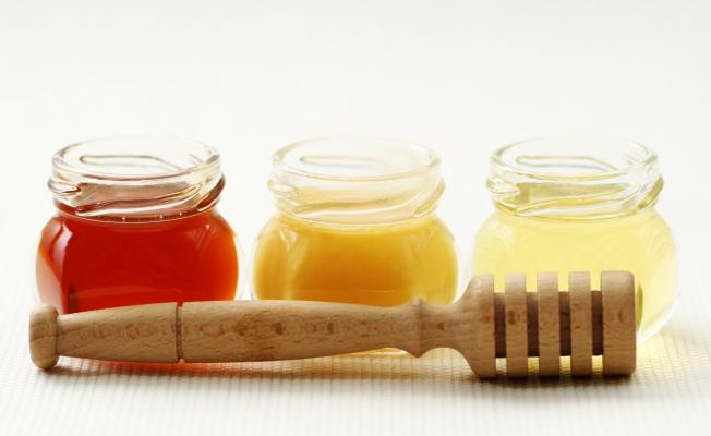 Три разных сорта мёда в свежем виде