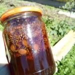 Домашнее варенье из сосновых шишек на меду