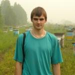 Старчевский Евгений на пасеке