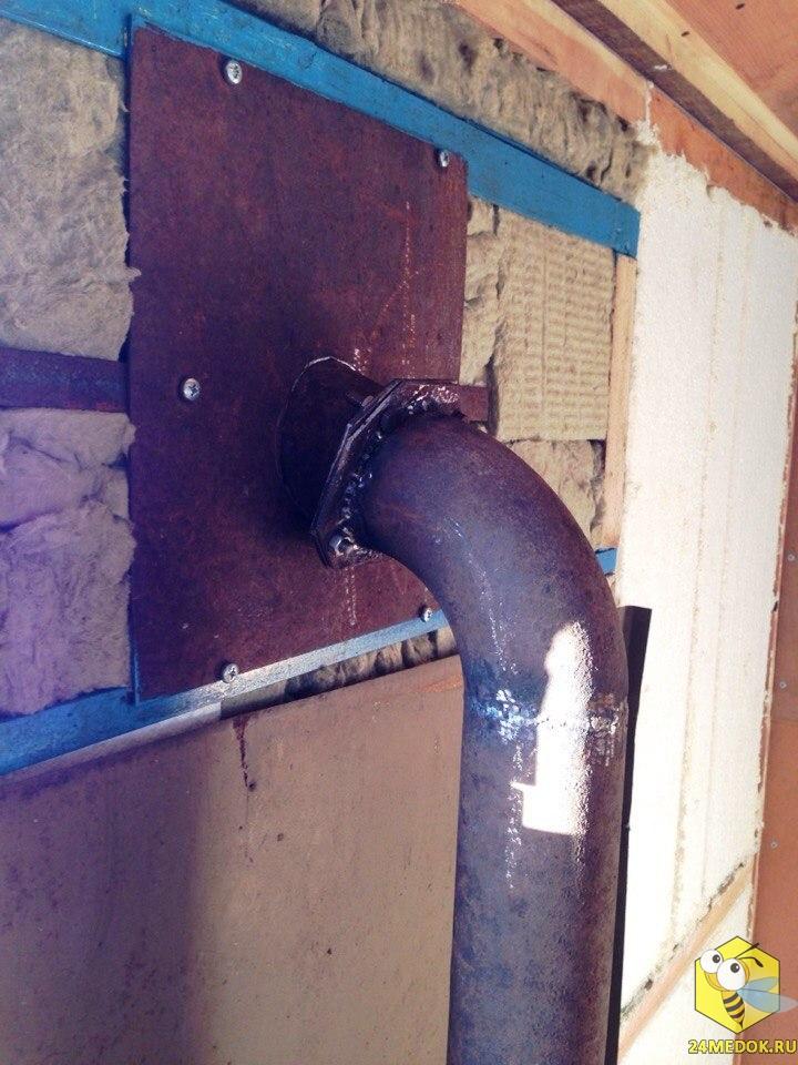 Место соединения трубы внутри вагона