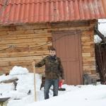 Дима чистит снег