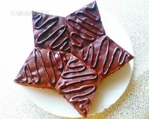 Шоколадное пирожное с медом