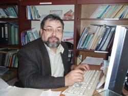 Профессор Николай Скалон говорит, что новой пчеле повезло, она живет на Караканском хребте, где создается заповедник