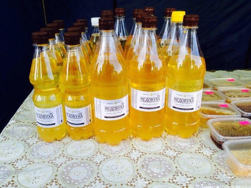 Температура , для дрожжей комфортная, мед прокипячен, сахар сыты 17, чего ещё им дрожжам надо?