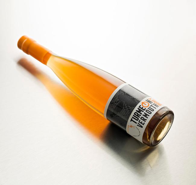 Анимированная этикетка вермута Turmeon Honey