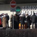 В Риге прошел митинг по запрету пестицидов