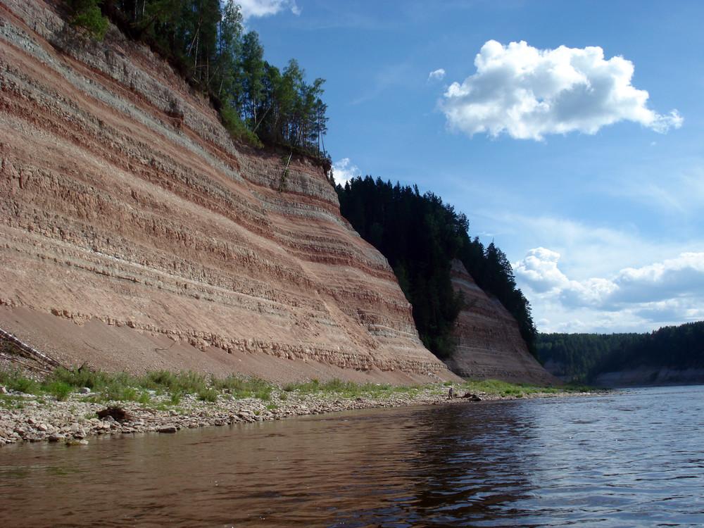 Отложения пермского периода обнажаются по берегам Сухоны - недалеко отсюда найдены наносиалиды